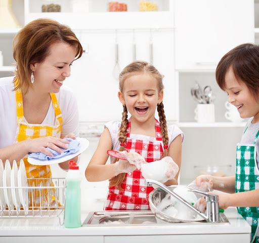Cum determini copilul să te ajute la treburile casnice?