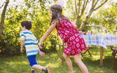 5 idei de jocuri distractive și ușor de pregătit în curte