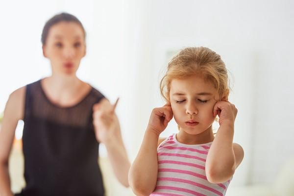 5 motive pentru care trebuie să-ți eliberezi copilul de povara rușinii